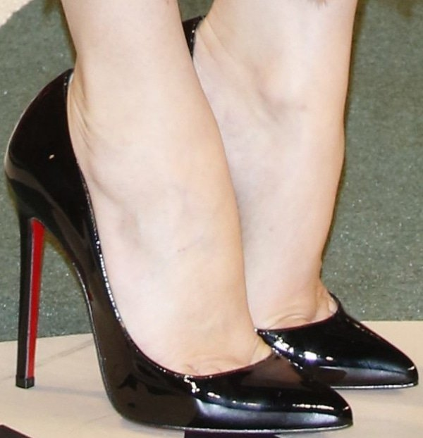 """Diane Kruger's feet in black patent""""Pigalle"""" pumps"""