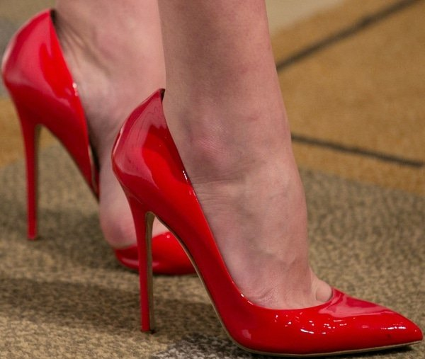 Elisabeth Moss showed off her hot feet in spicy red heels from Brian Atwood