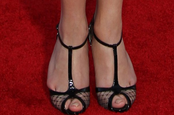 Emily VanCamp displayed her sexy toes on the red carpet