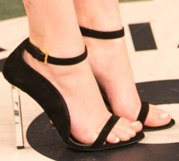 A closer look at Jennifer's sandals at the Vanity Fair Oscar Party in West Hollywood on March 2, 2014