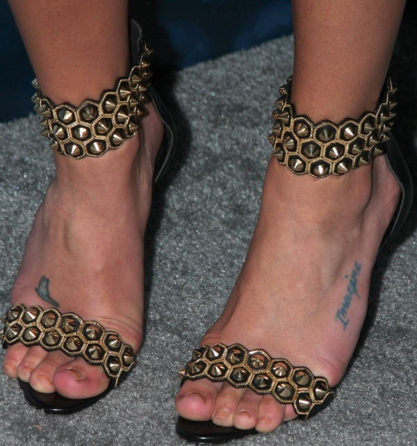 Lea Michele's feet inblack-and-gold heels from Brian Atwood