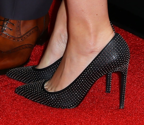 Mila Kunis's toe cleavage in studded pumps