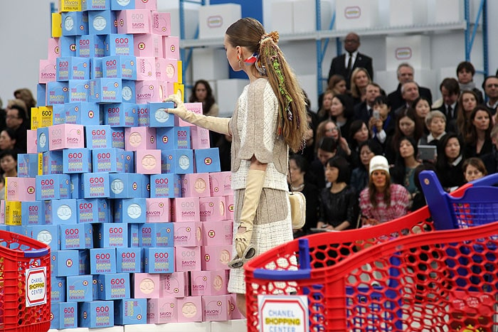 model soap display Chanel fall 2014