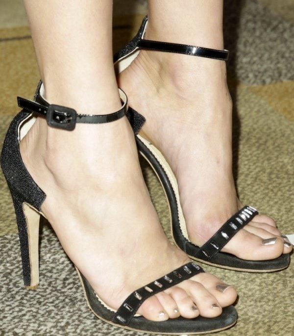 "Nina Dobrev's feet inAperlai""Simple D"" sandals"