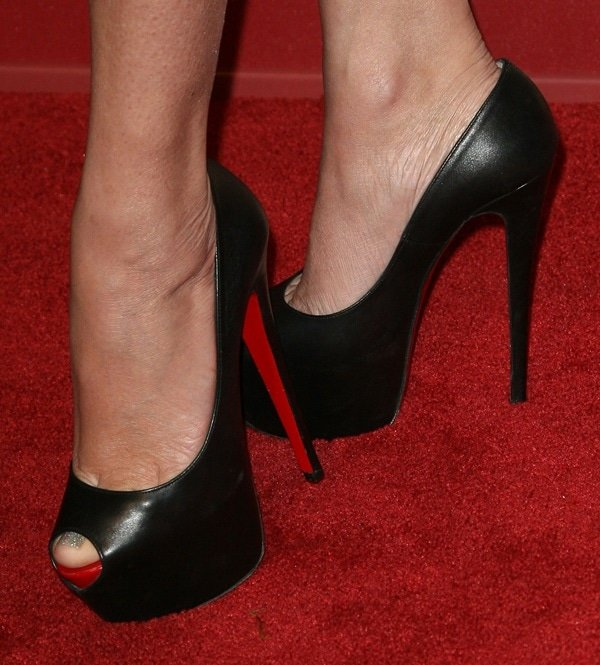 Shanna Moakler shows off her size 6.5 (US) feet in red bottom Louboutin heels