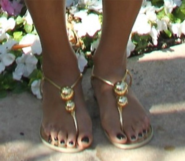 Beyonce wore a pair of gold sandals from Giuseppe Zanotti