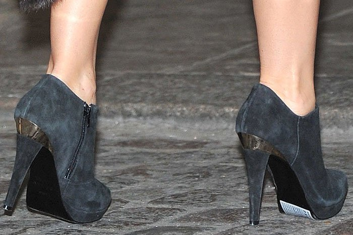 Denise van Outen had to go on stage with the white sticky label glaringly still on the soles of her black suede booties