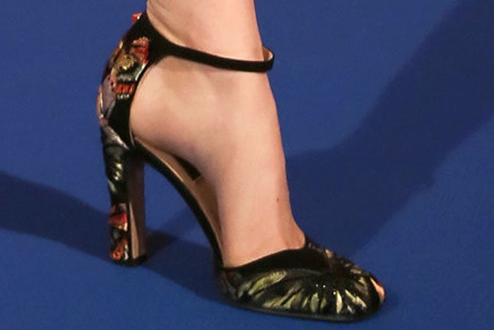 Emma Stone Valentino fall 2014 embroidered pumps 2