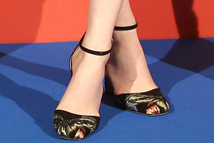 Emma Stone Valentino fall 2014 embroidered pumps 3