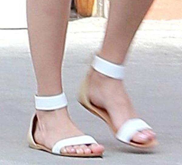 Emmy Rossum rockscomfy flat sandals