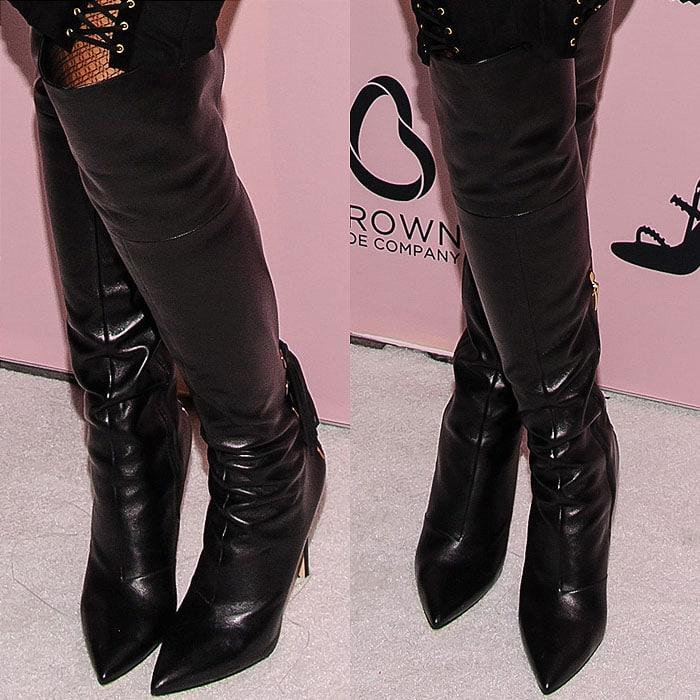 Jennifer Hudson black knee high boots