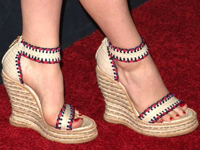 Kaitlyn Dever Tommy Hilfiger wedges