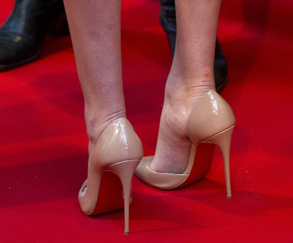 "Kate Upton's hot feet in Christian Louboutin ""Iriza"" pumps"