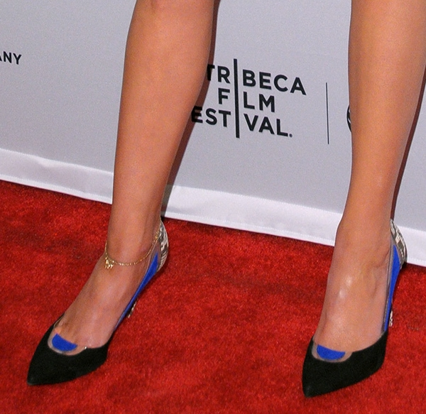Katie Nehra's toe cleavage in gorgeous black and blue shoes