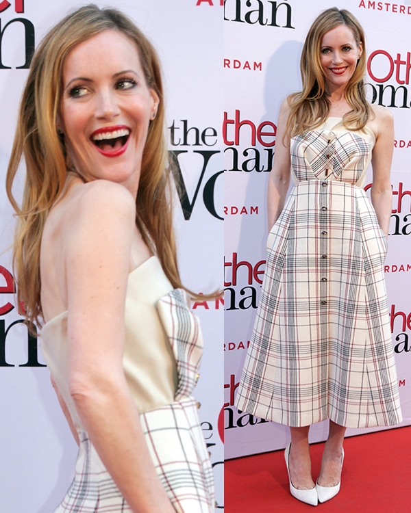 Leslie Mann's strapless dress with snap-button front fastening