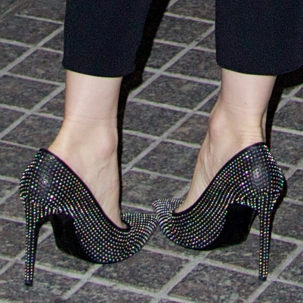 Leslie Mann wearing Saint Laurent studded pumps
