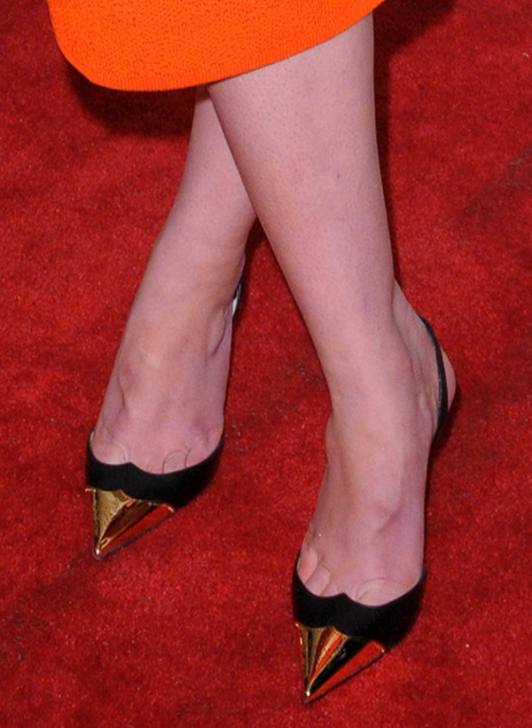 Mary Elizabeth Winstead's toe cleavage in Christian Louboutin pumps