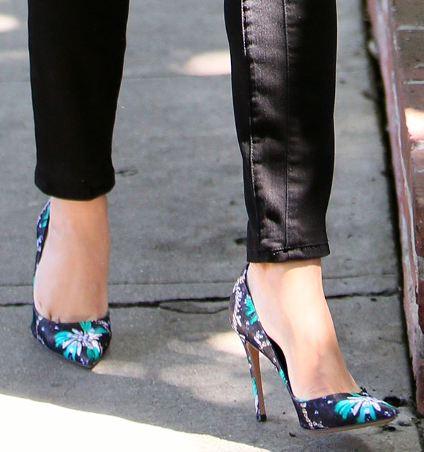"""Reese Witherspoon wearingMary Katrantzou x Gianvito Rossi """"Lisa"""" floral pumps"""