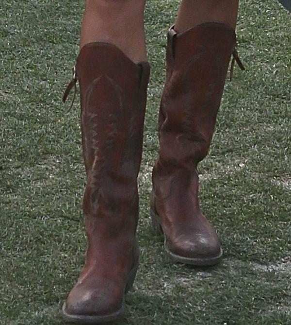 Alessandra Ambrosio'sdark brown cowboy boots