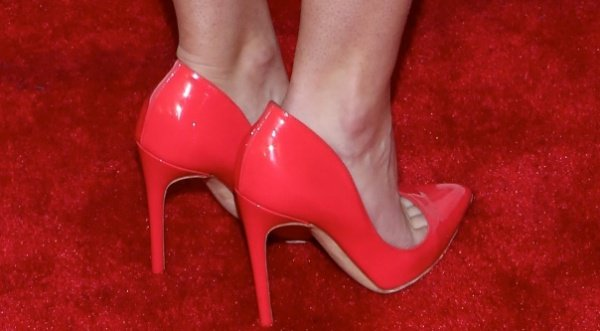 Anna Camp shows off her feet in coral pumps