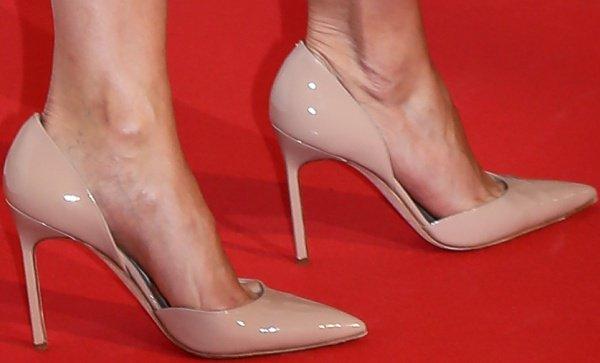 Cameron Diaz wearing nude patent heels from Manolo Blahnik