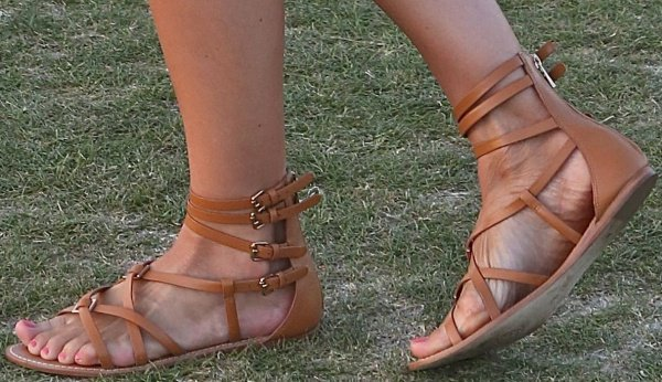 Camille Belle wearing flat sandals from Tory Burch