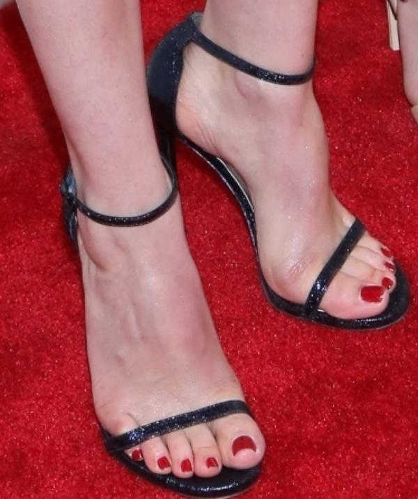 """Gillian Jacobs shows off her feet in""""Nudist"""" sandals from Stuart Weitzman"""