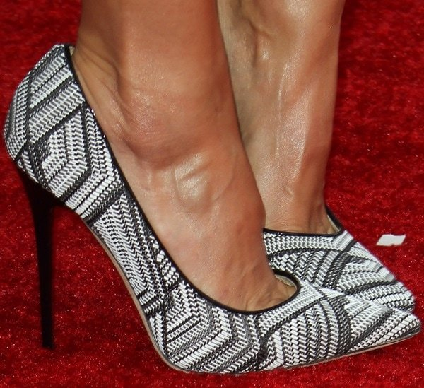 Jessica Alba in black-and-white woven leather pointy pumps from Jimmy Choo