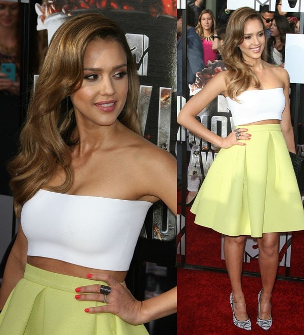 Jessica Alba showed some skin at the awards show by wearing a high-waist yellow Kenzo skirt with a Piece d'Anarchive bandeau