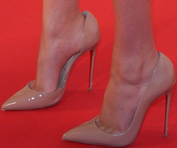 Kate Upton wearing nude heels from Christian Louboutin