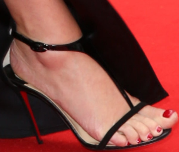 Kate Winslet in sexy black heels from Christian Louboutin