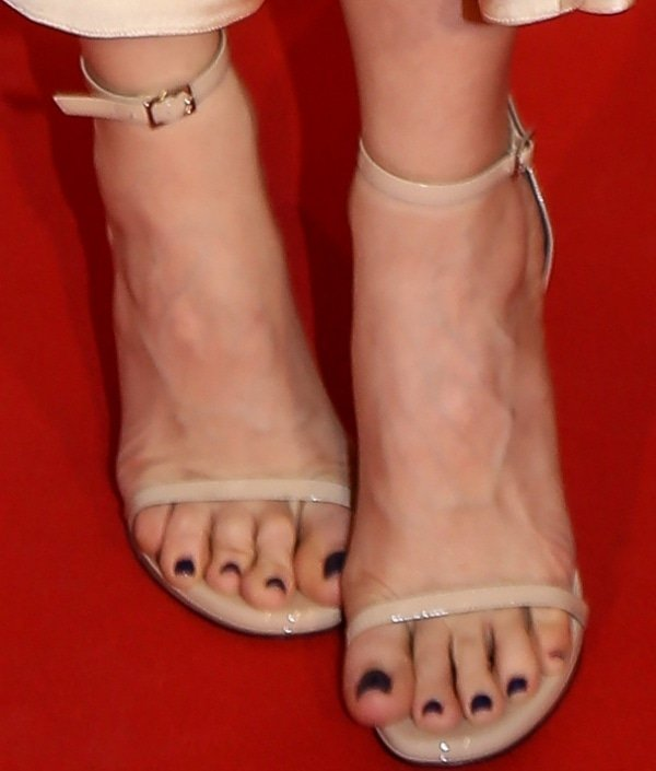 Leslie Mann showing off her feet in ankle-strap sandals from Saint Laurent