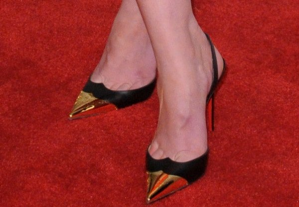 Mary Elizabeth Winstead inblack-and-gold slingback pumps from Christian Louboutin