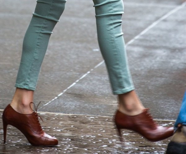 Taylor Swift decked in a pair of heeled lace-up oxfords
