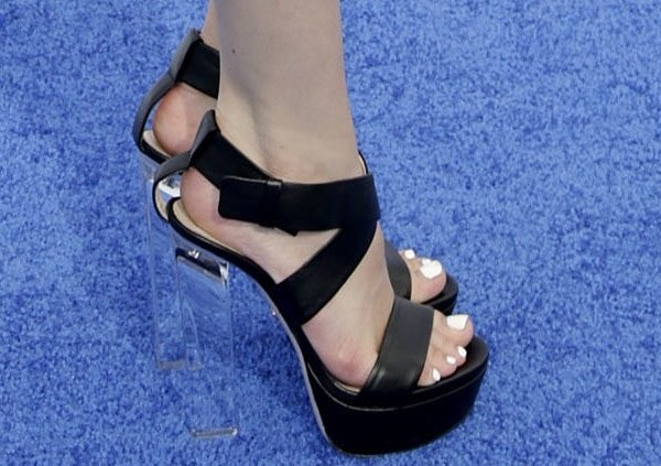 """Bella Thorne shows off her feet inthick-crisscross-strap """"Naomi"""" sandals by Ruthie Davis"""