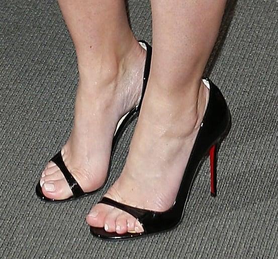 "Emily Blunt's feet inChristian Louboutin ""Toboggan"" pumps"