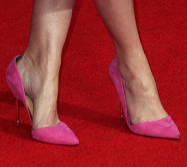 "Emily Blunt's feet inpink suedeKurt Geiger London ""Bond"" d'Orsay pumps"