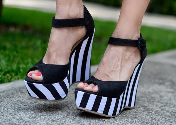 Gaby's hot feet in striped wedge sandals