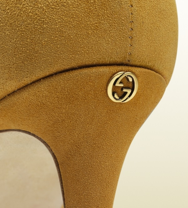 Gucci Suede Yellow Pumps Logo