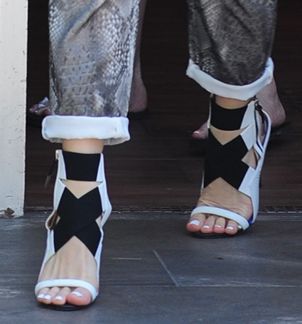 Gwen Stefani's pretty feet in sandals from her own shoe label