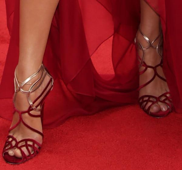 Jennifer Lopez shows off her sexy feet inJimmy Choo Maury sandals