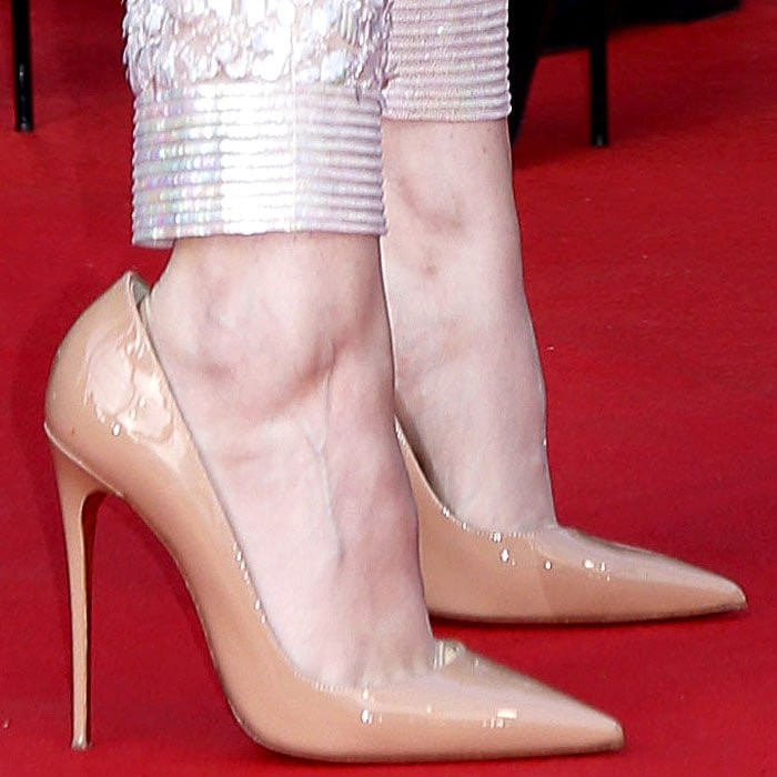 Kristen Stewart's sexy feet in nude patent Christian Louboutin So Kate pumps