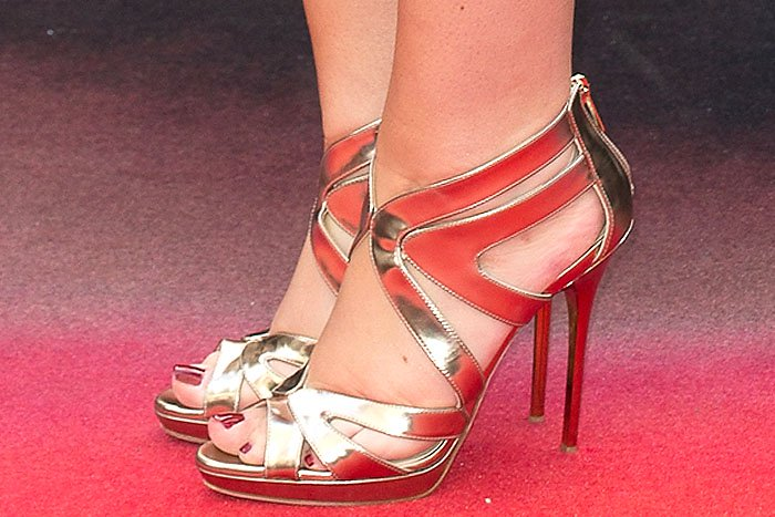 "Tanya Burr's pretty toes in Jimmy Choo ""Collar"" mirrored-leather sandals"