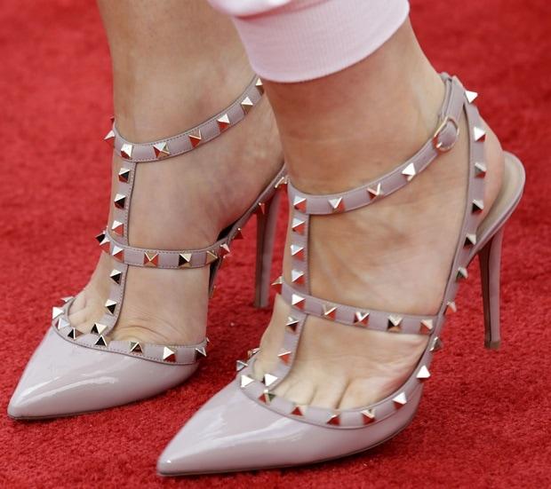 Natasha Bedingfield wearing Valentino Rockstud pumps