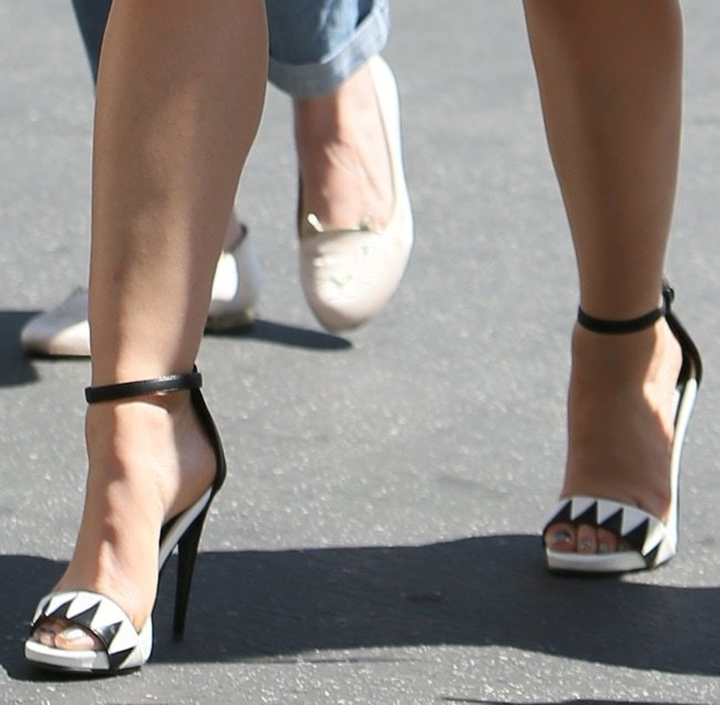 Lucy's black-and-white zigzag-patterned sandals gave her dress a rather unique touch