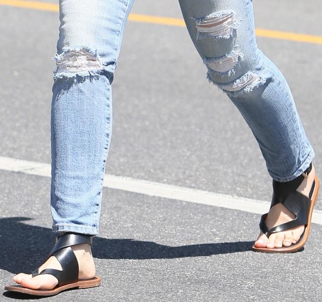 Mena Suvari looking chic in flat sandals