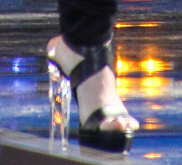 Demi-Lovato-Ruthie-Davis-Naomi-Sandals
