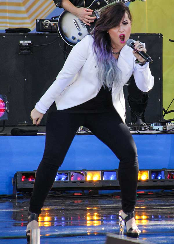 Demi-Lovato-performs-on-ABC-Good-Morning-America