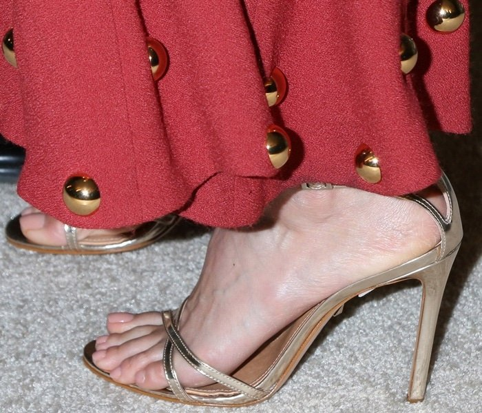 Jessica Alba revealed her beautiful toes in stiletto heels
