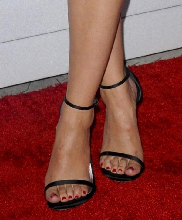 Sophia Bush shows off her sexy feet